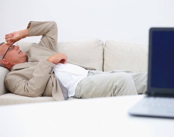 Kwaśne soki żołądkowe przemieszczają się do wrażliwego przełyku, a następnie do gardła,powodując jego ból i pieczenie/ fot. Fotolia